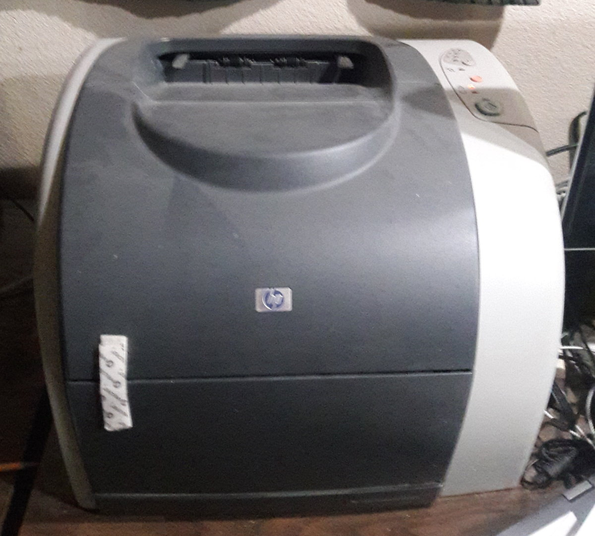 Here is a picture of my old LaserJet 2550L which I use as a black & white printer.